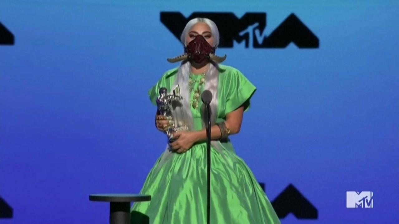 Les mascaretes de Lady Gaga i els seus 5 premis, protagonistes dels premis MTV