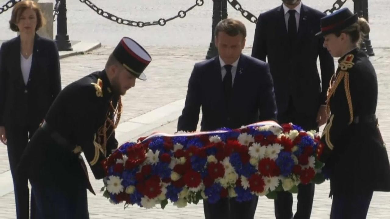 El president macron ret homenatge a les víctimes de la Segona Guerra Mundial
