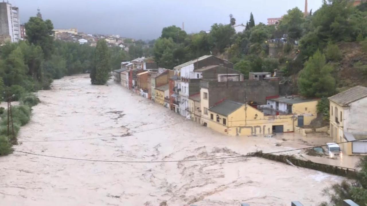 El riu Clariano, desbordat al barri de la Cantereria