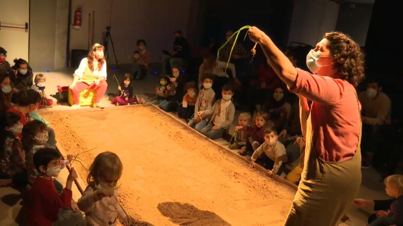 Un espectacle per a xiquets i xiquetes sobre la terra i les nostres arrels