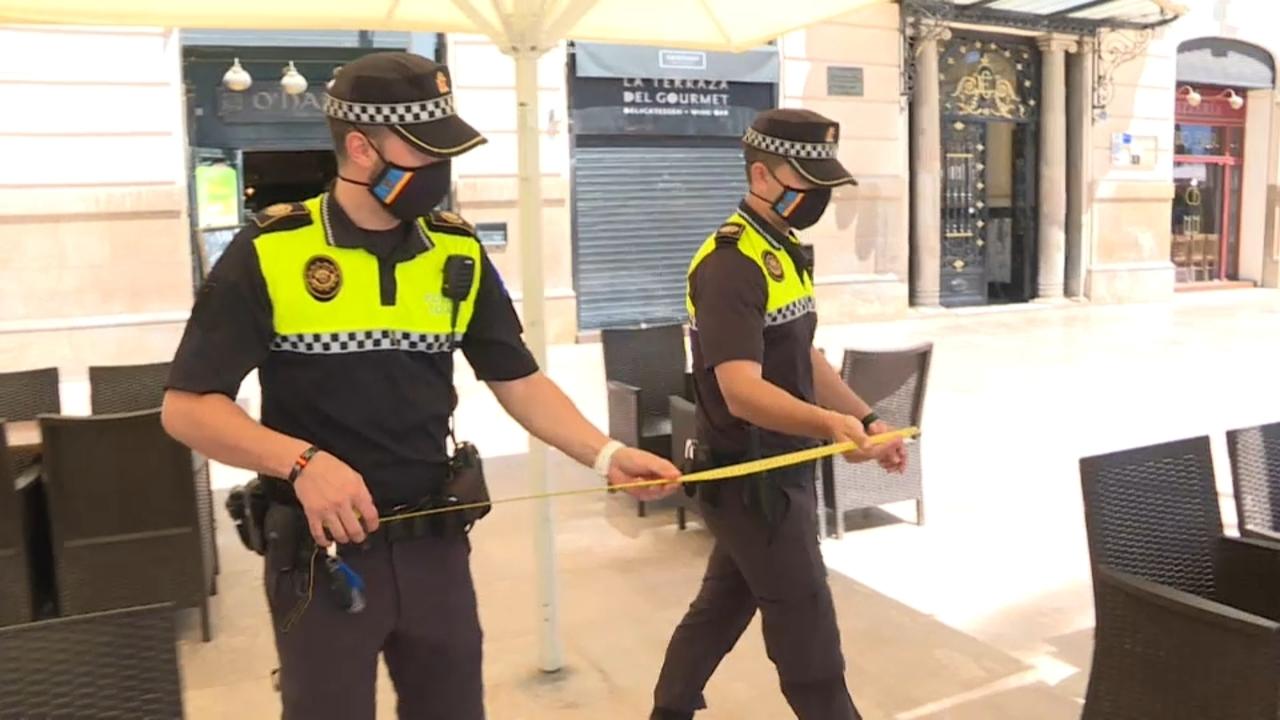 La policía d'Alacant inspecciona les terrasses