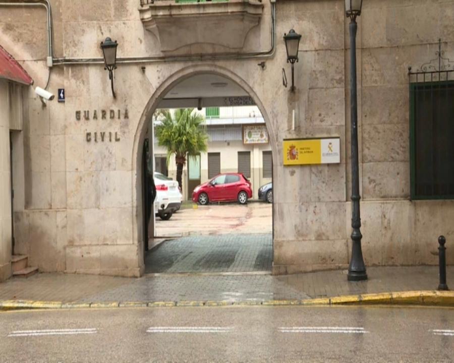 Caserna de la Guàrdia Civil a València on interroguen el detingut