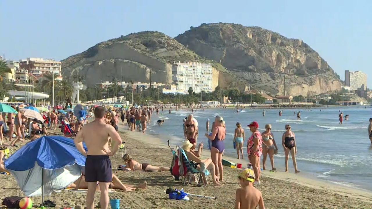 Platges plenes en la festa del Nou d'Octubre