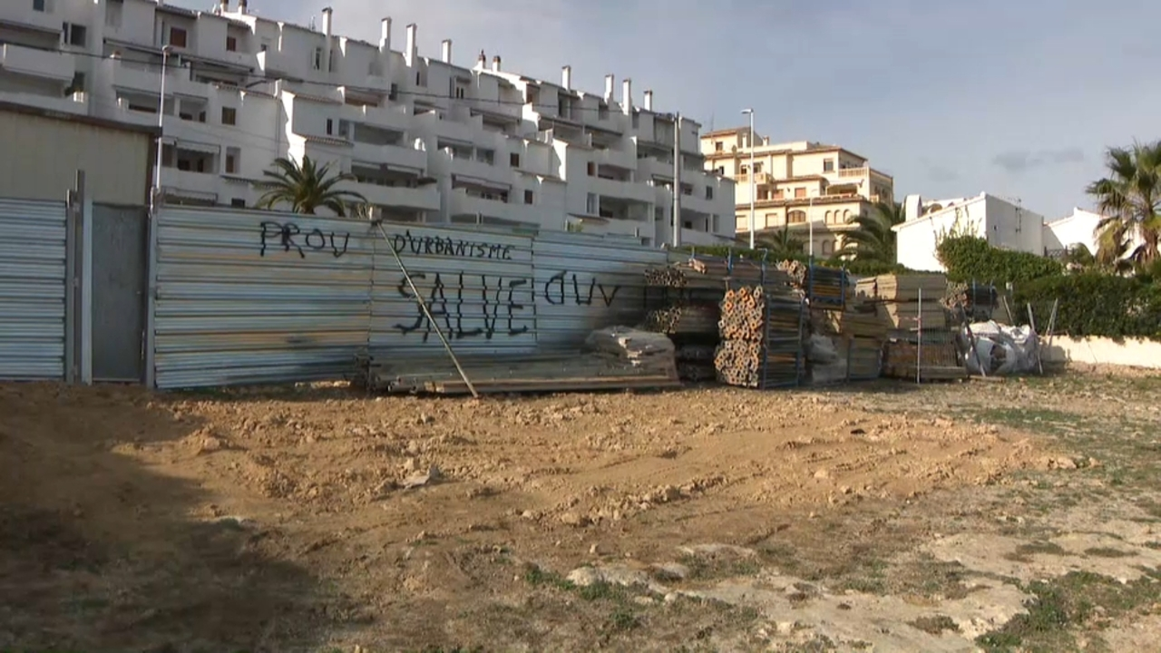 Polèmica al voltant de l'últim solar de l'avinguda d'Ultramar de Xàbia