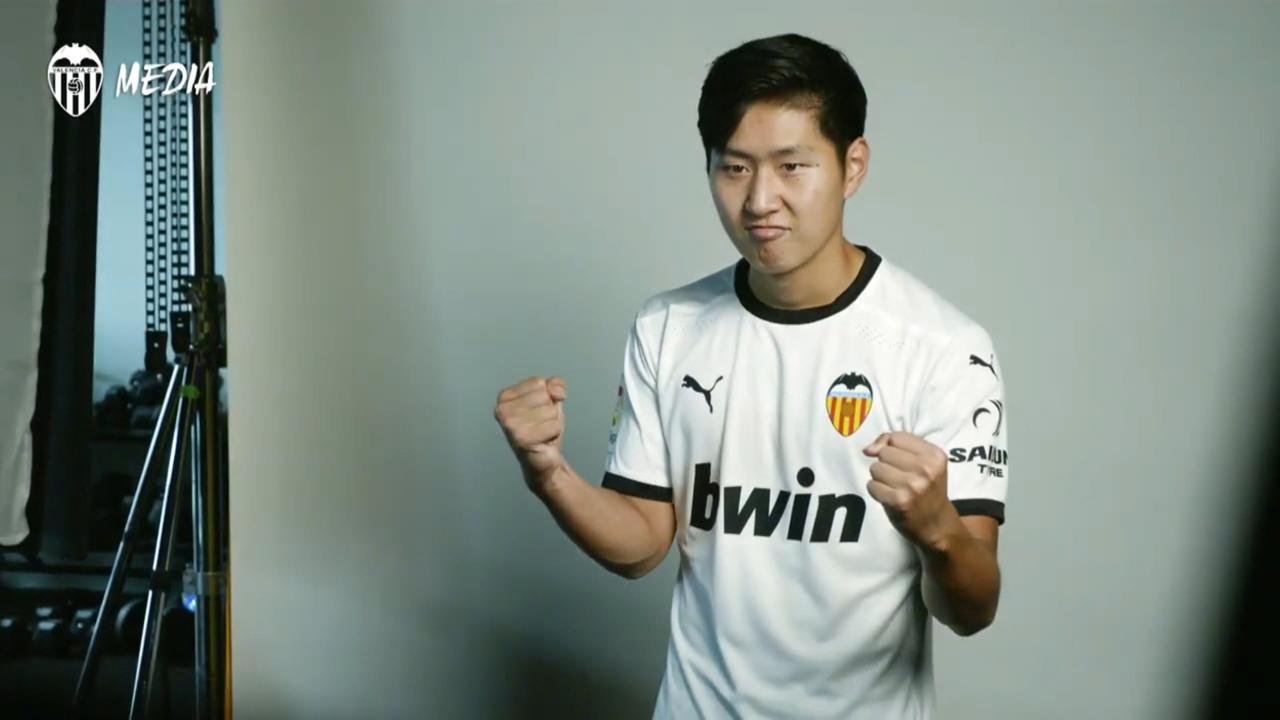 Parlem amb Xavi Mocholí i Javier Subirats sobre si el València hauria de renovar-lo o traspassar-lo.