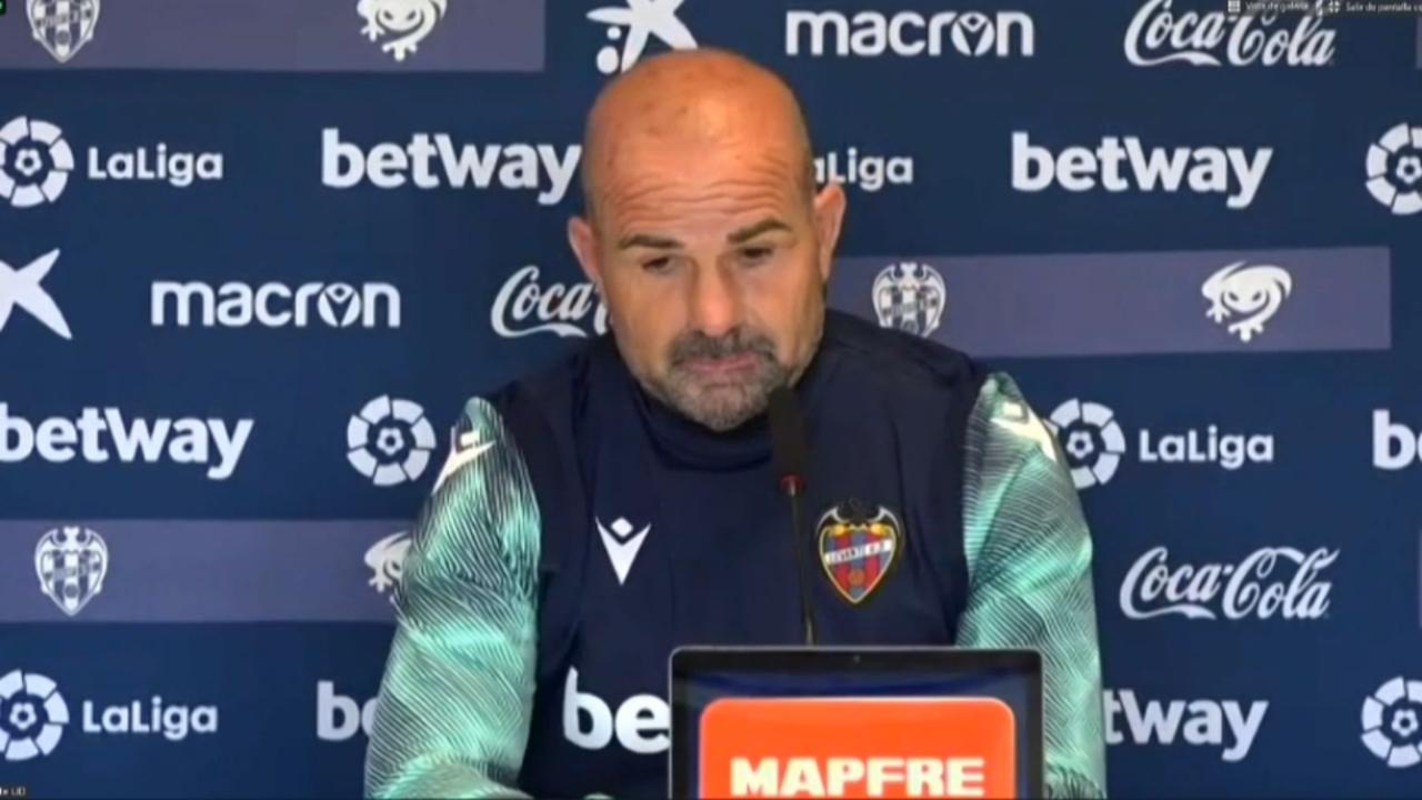 Paco López, durant la roda de premsa