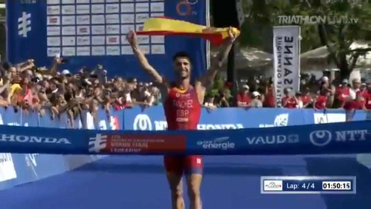 El campió del món sub-23 de triatló també nada a casa