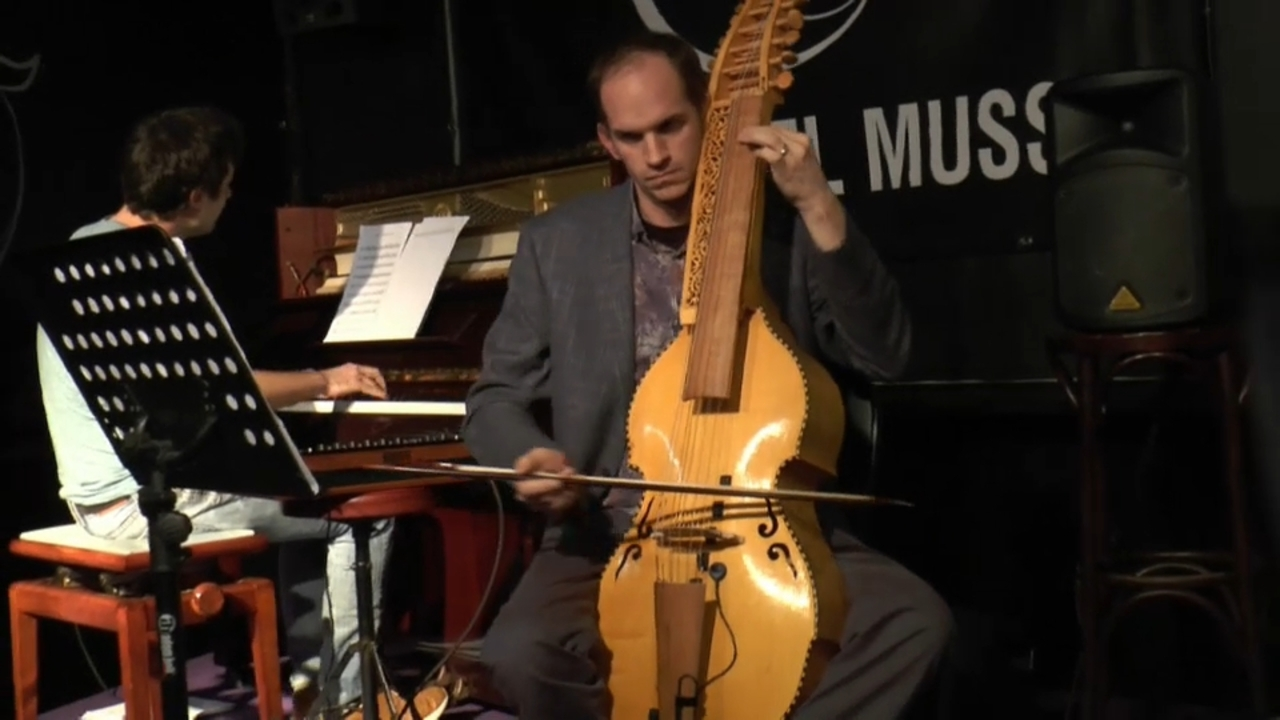 L'estrena va ser anit a Alcoi, a càrrec del músic Matt Baker, membre de l'orquestra del Palau de les Arts.