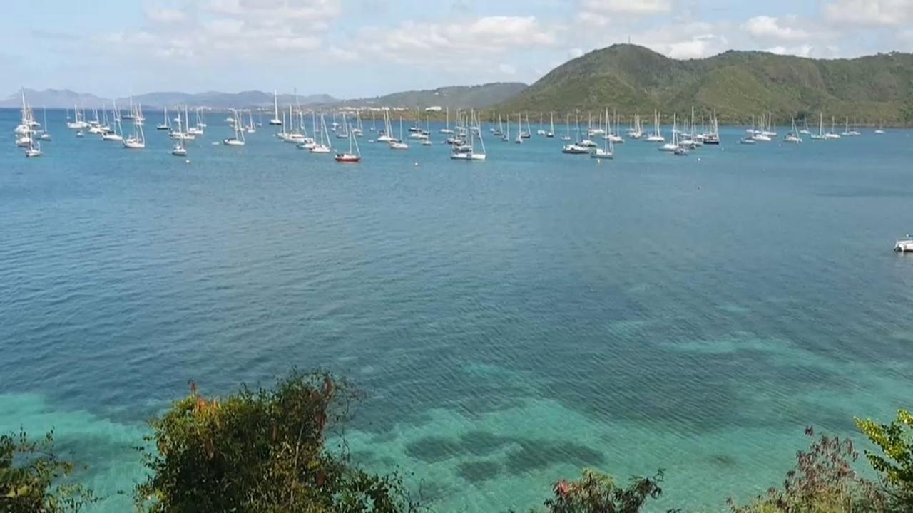 Confinats en un veler al Carib