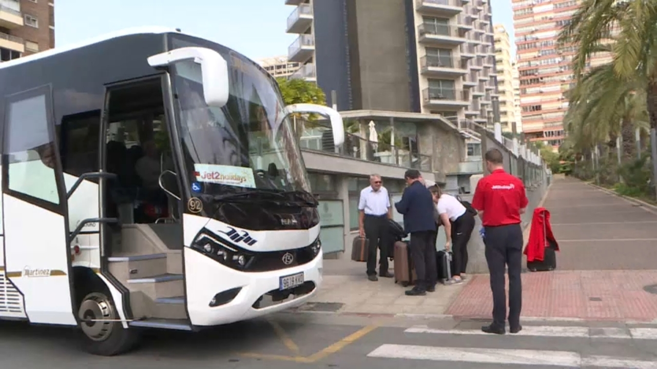 Turistes abandonen Benidorm