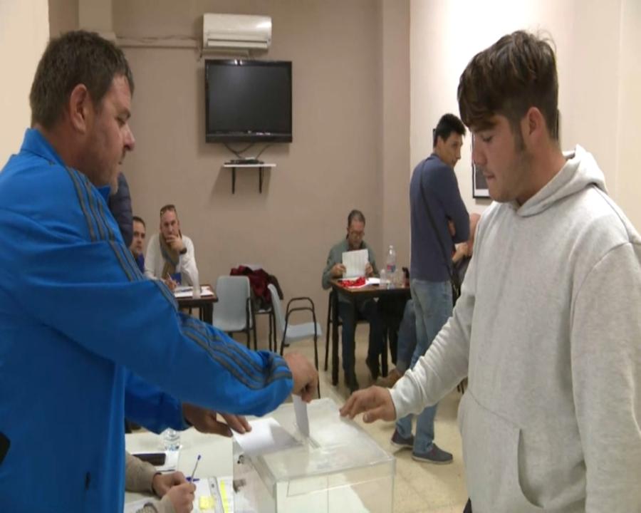 A les huit han tancat les urnes de l'única mesa electoral