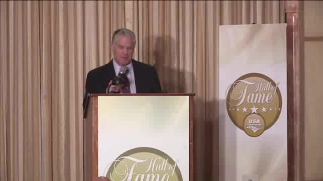 Jim Lampley Introduces Julie Moss