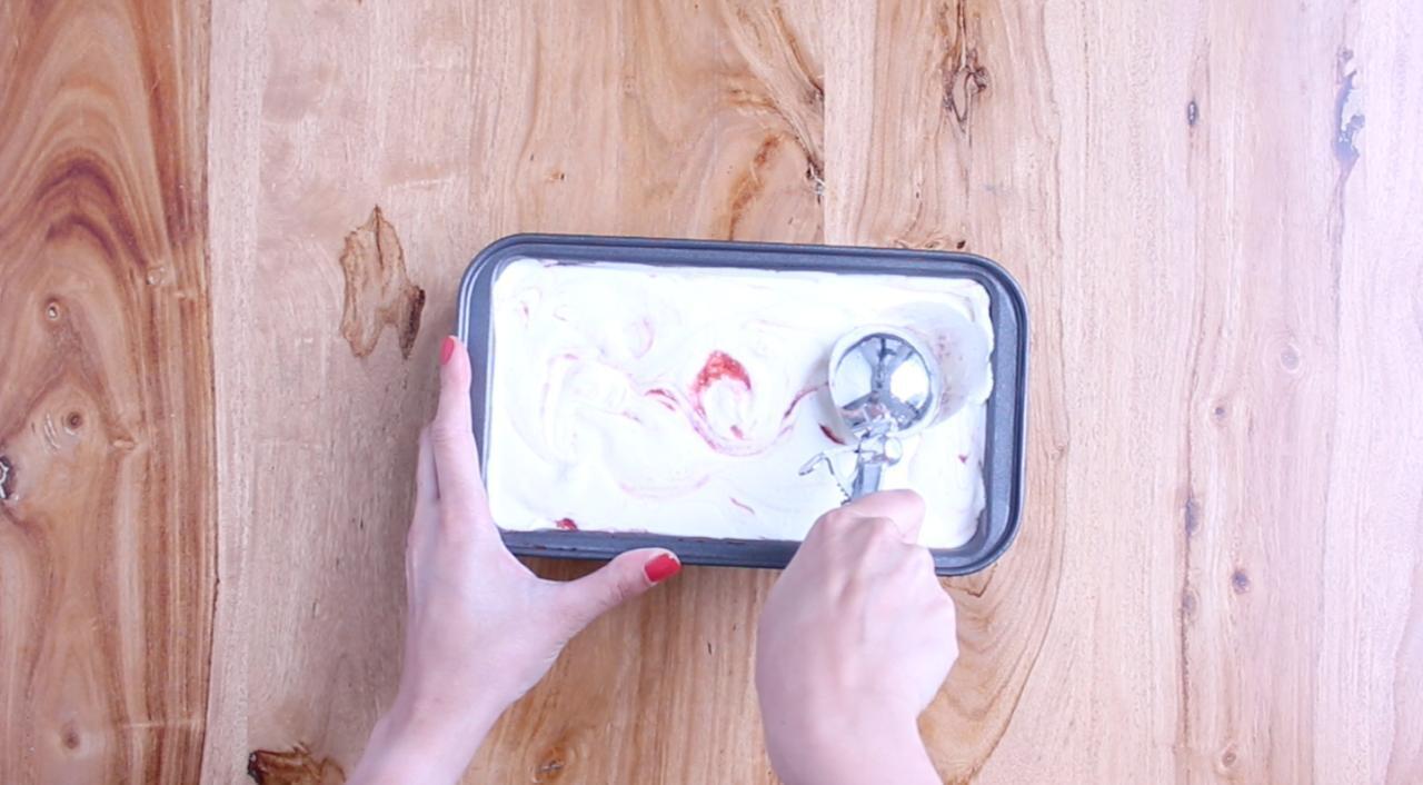 Comment faire de la crème glacée avec 3 ingrédients... sans sorbetière!