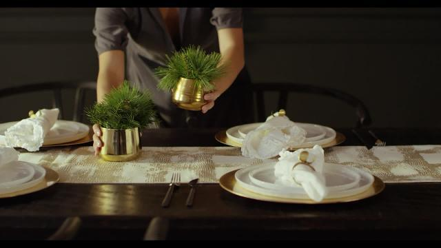 Create a Stunning Gold Glam Tablescape