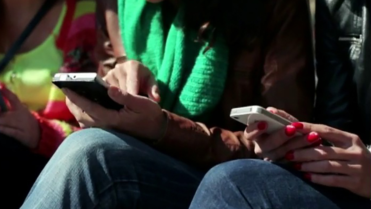 Smart phones affect your brain the same way drugs do
