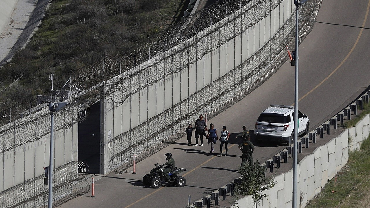 Border Patrol agent on migrant surge: 'We've surrendered the border'