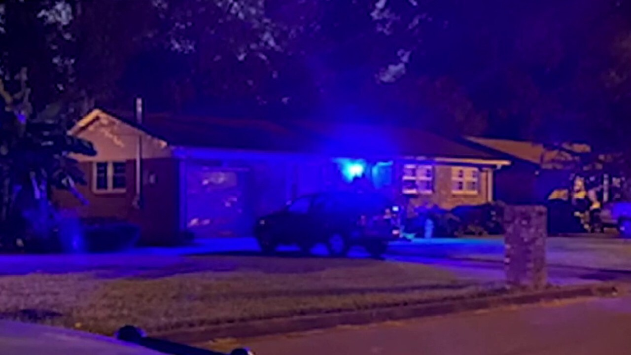 Alabama neighborhood lights up blue to show police support