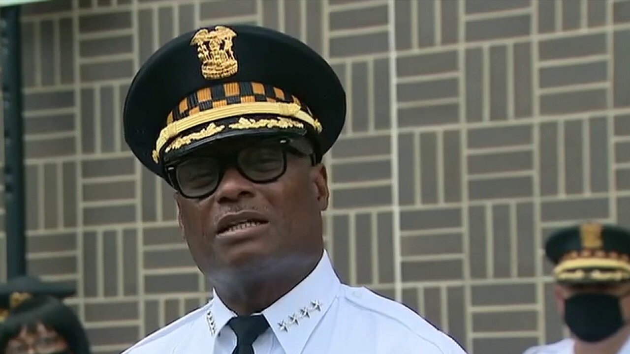 Chicago adds 200 police to tourist district in response to rise in violent crime
