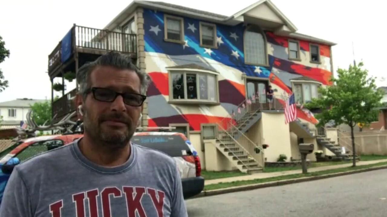 New York artist celebrates 25 years of patriotic homes