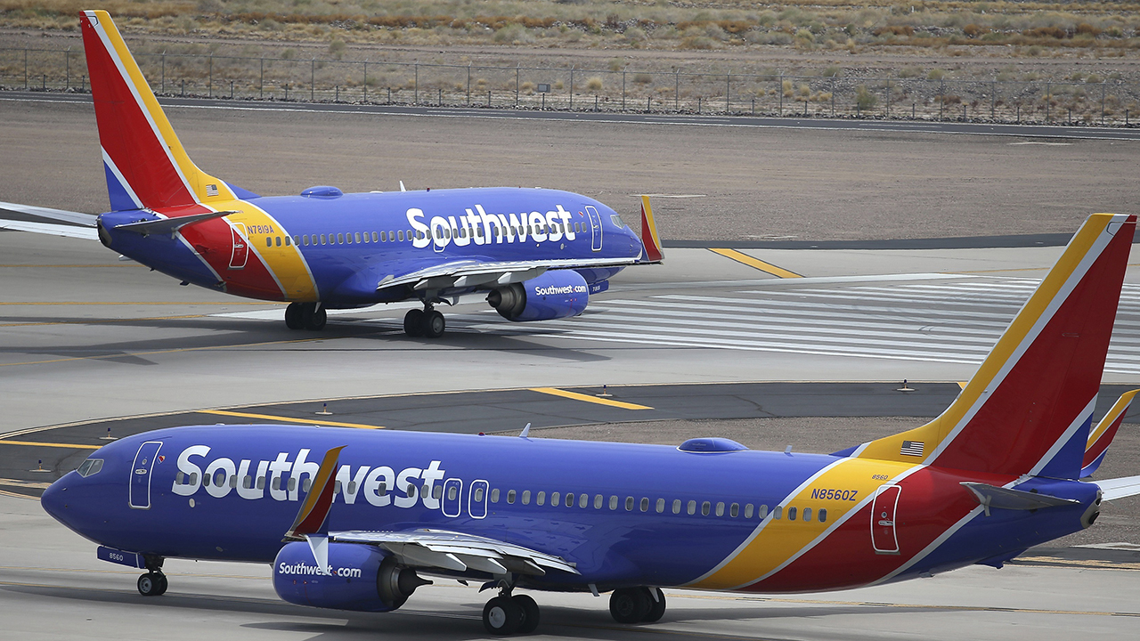 Southwest cancelling hundreds of flights amid MAX jet issues