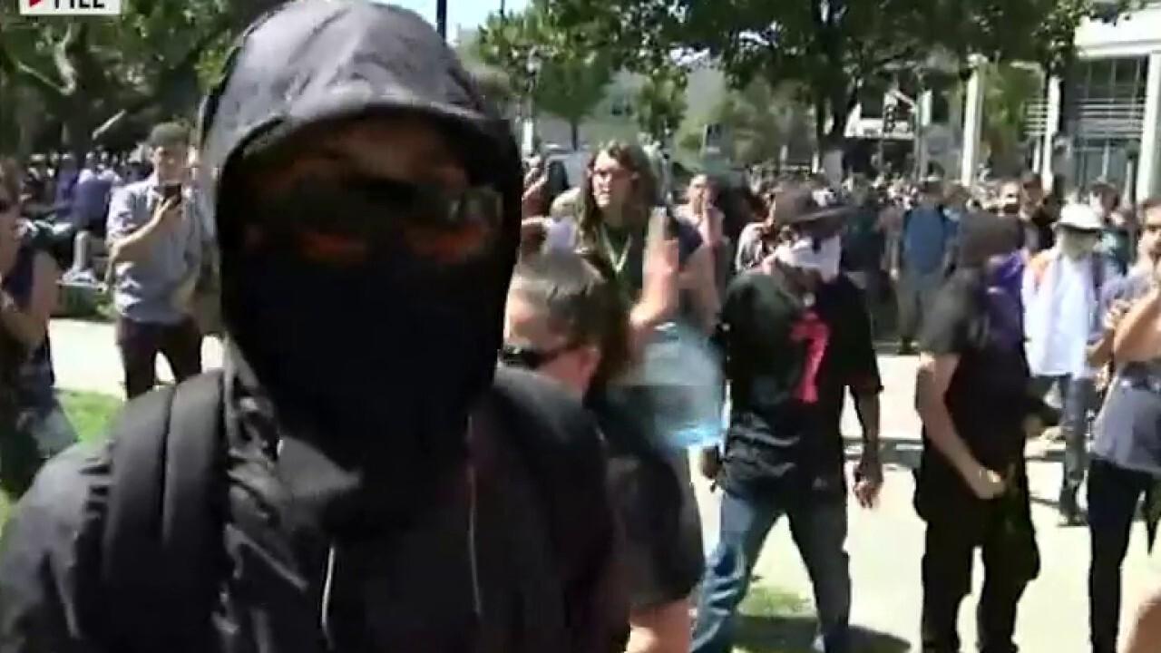 Противостояние продолжается? В США Антифа и БЛМ вышли на митинги и громят демократов…