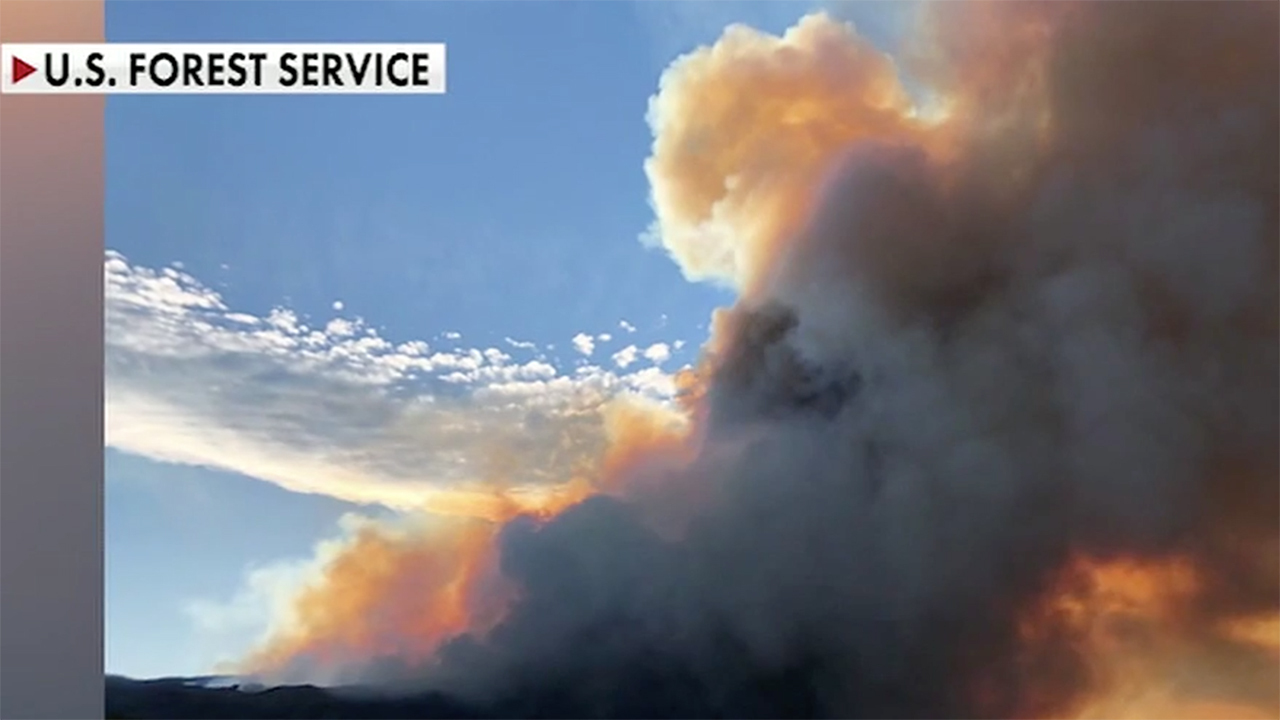 Firefighter killed battling California wildfire