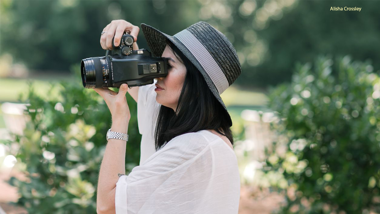 Wedding photographer opens up about COVID-19's impact on her business