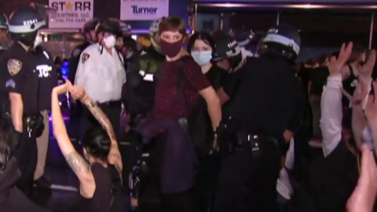 NYPD cracks down on curfew violators on Upper East Side of Manhattan