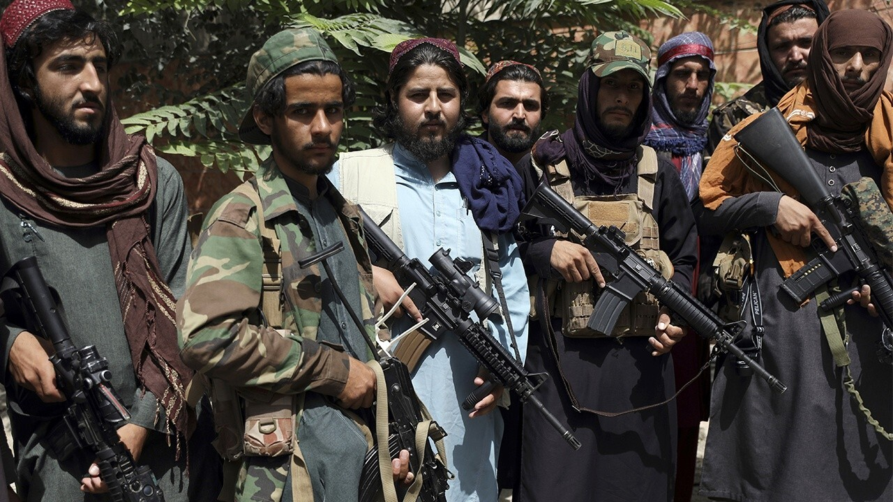 Taliban reportedly blocking Afghans' access to Kabul airport