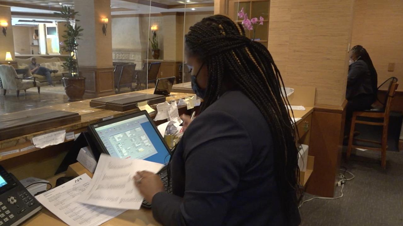 It is hard for many hotels to find workers. Fox's Robert Sherman has more.
