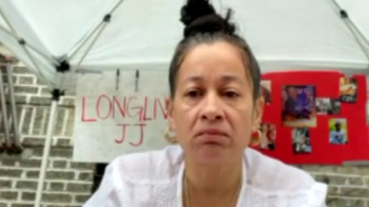 Mother of NYC deli murder victim to Mayor de Blasio: 'We need protection'