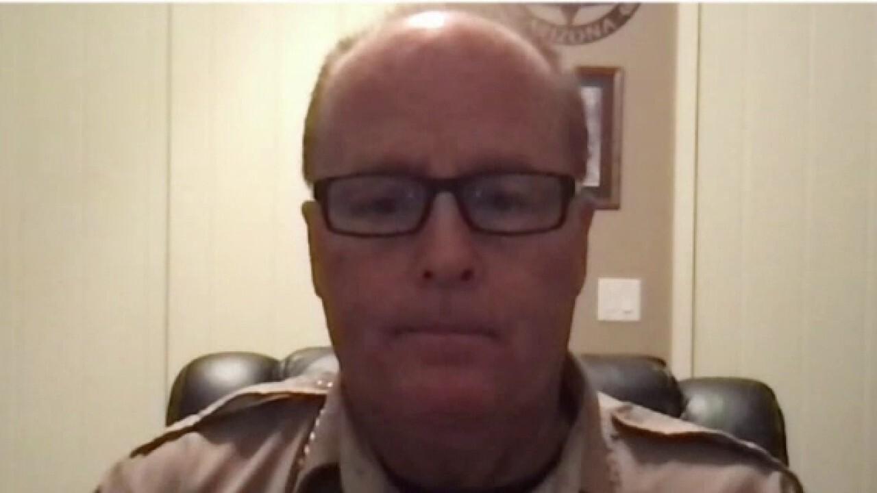 Arizona sheriff's message to Biden regarding southwest border: '停止这种疯狂'