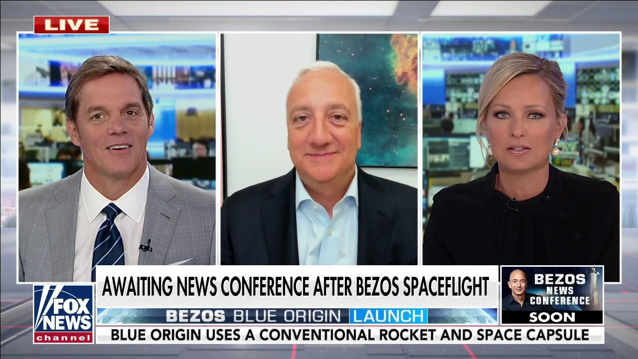 Fmr astronaut calls billionaire space race a tie: 'They're both winners right now'