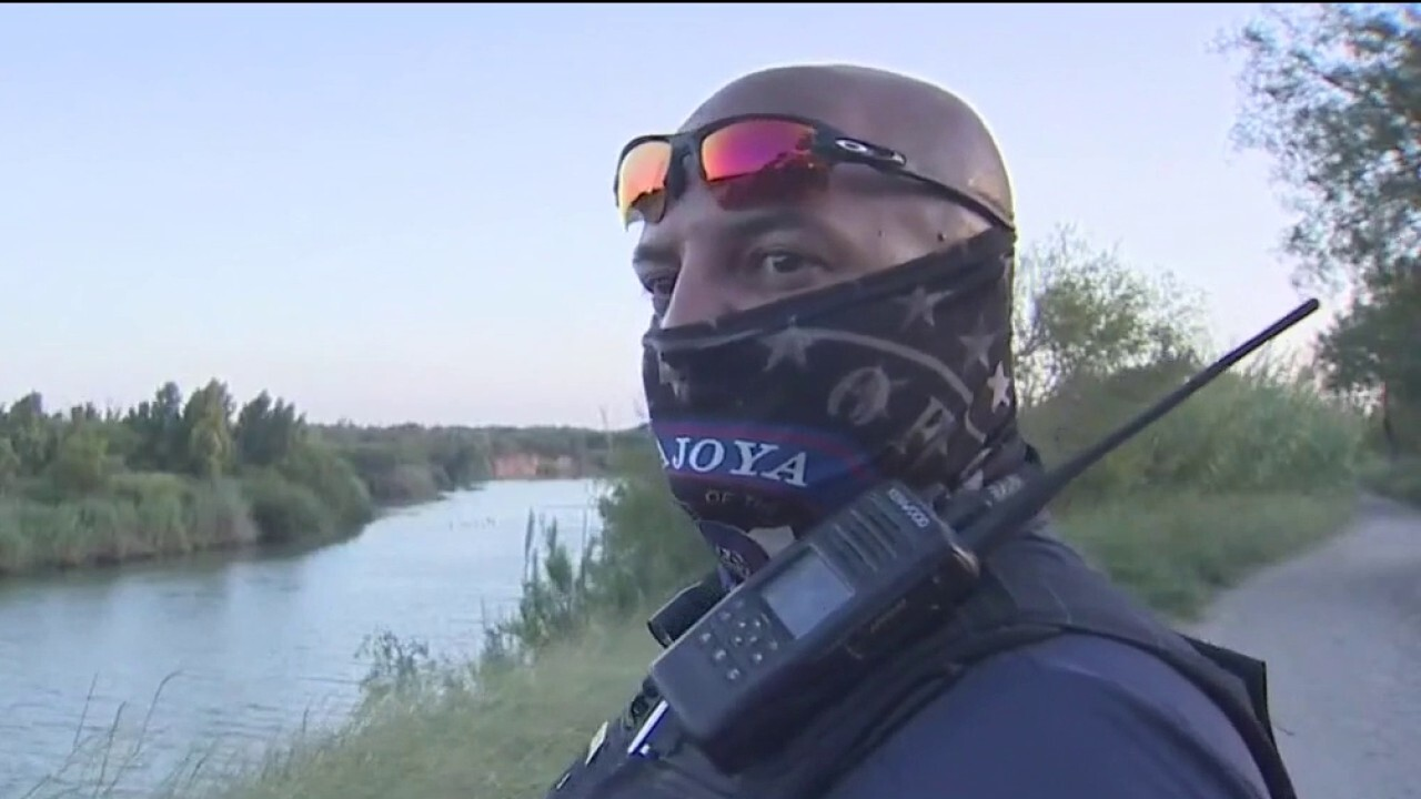 Fox News gets exclusive ride along on southern border with Texas police