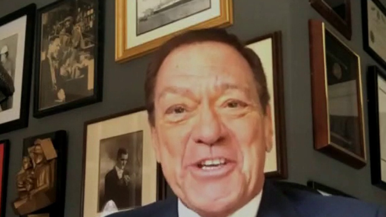 Joe Piscopo loves story about claims Hilaria Baldwin faked Spanish background