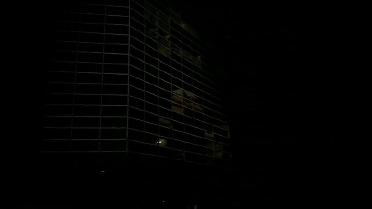 Raw video: Hurricane Laura rips windows out of the Capitol One Tower in Lake Charles, Louisiana