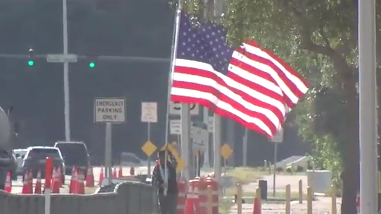 'Running Man' carries large American flag on 7-mile run in support of workers battling coronavirus