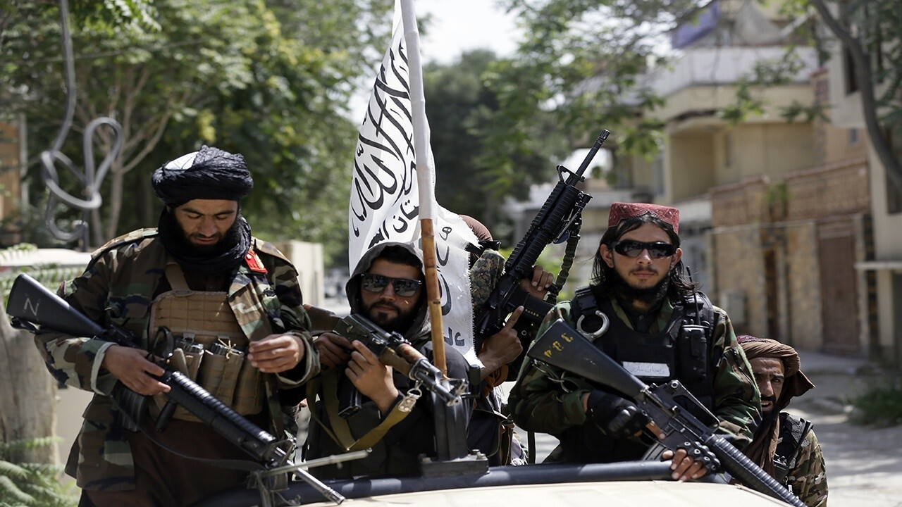 Taliban pressures Afghans not to leave the country