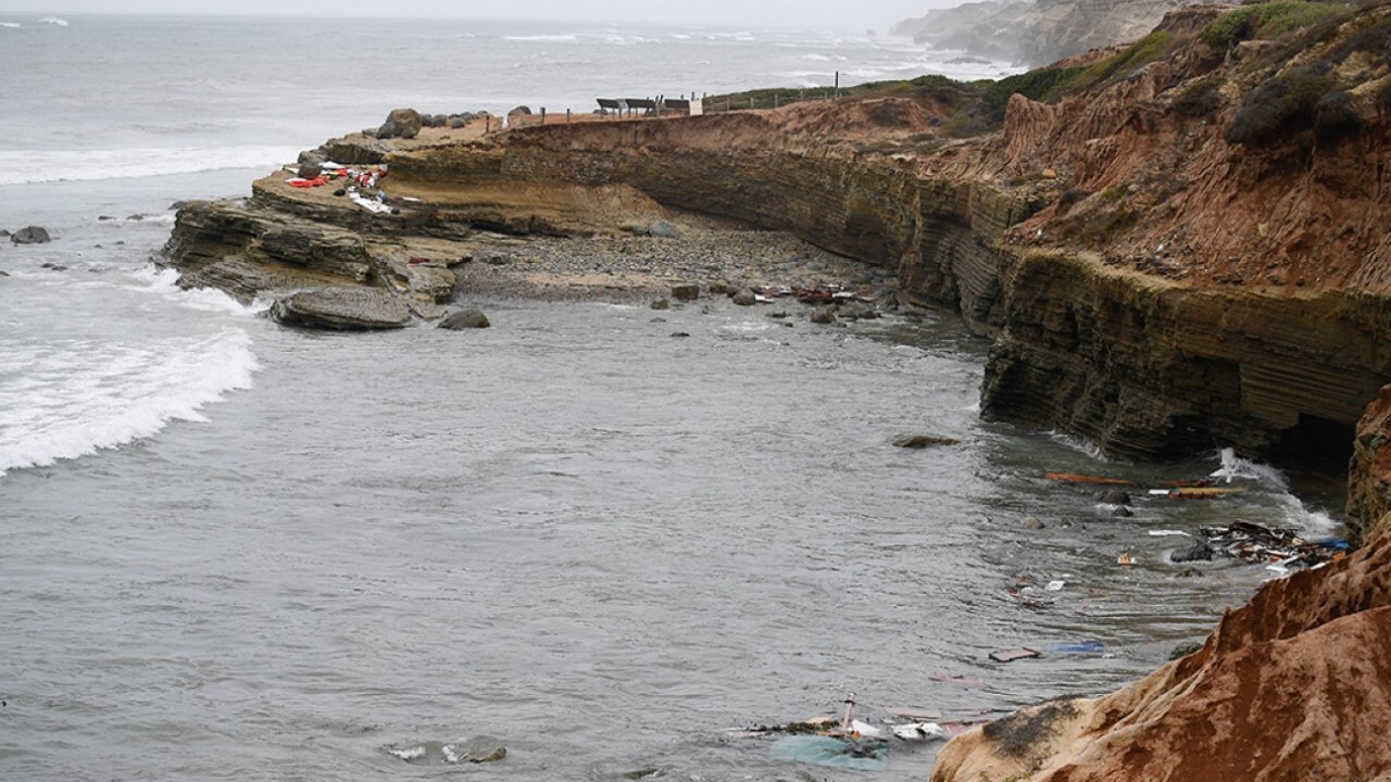 3 dead, 27 recused from overturned boat on San Diego coast: report