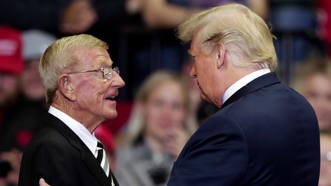 President Trump to award Medal of Freedom to Lou Holtz