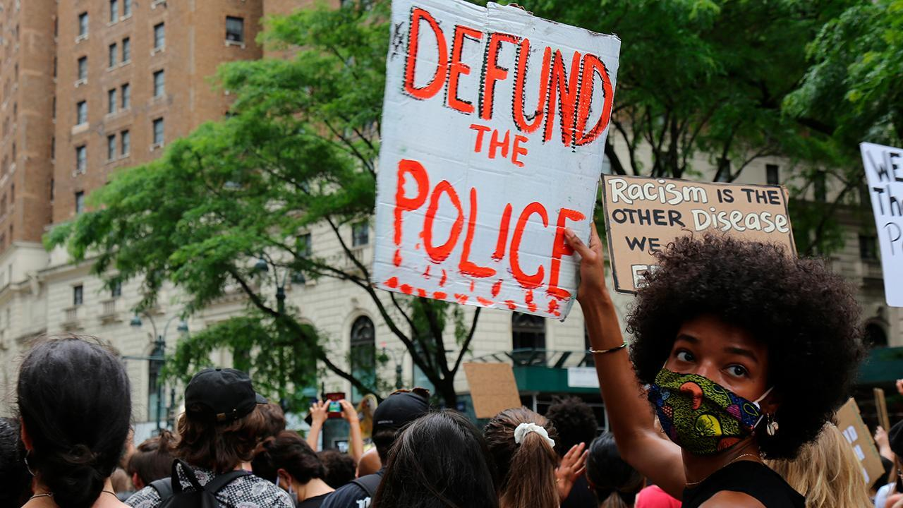 Defund police movement threatens Democrats' 2020 chances