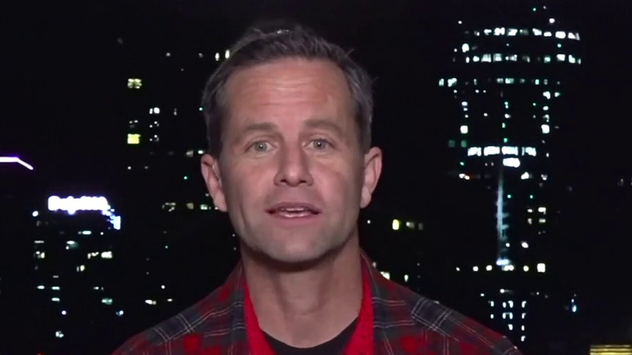 Kirk Cameron criticized for hosting crowded caroling protest, says he'll 'absolutely' host more
