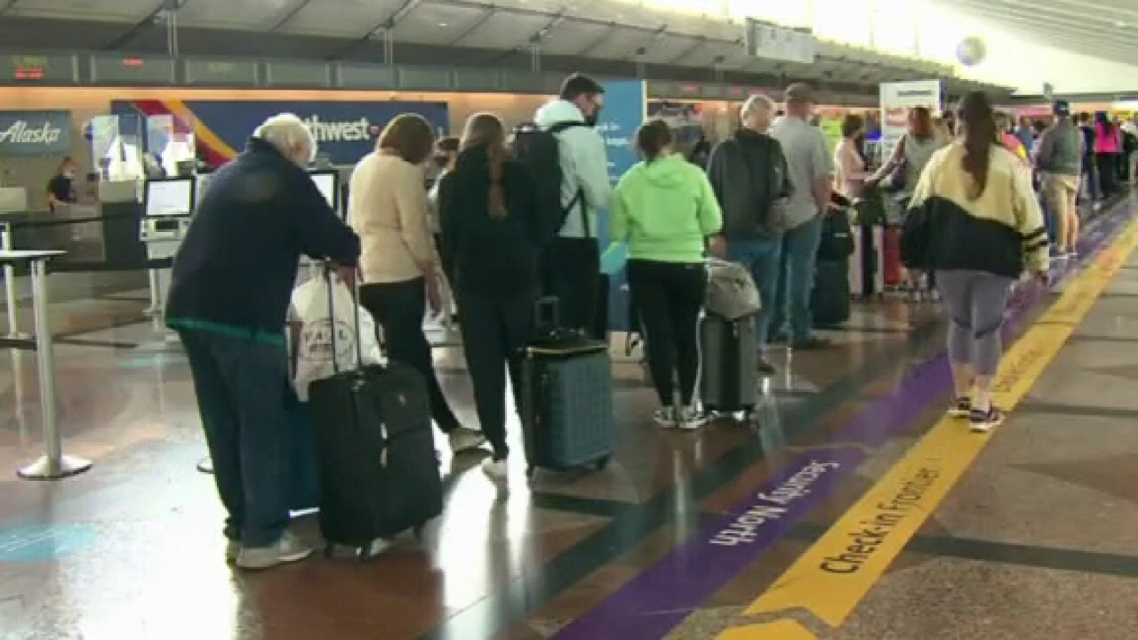 Travel expert urges fliers to avoid Southwest amid cancellations