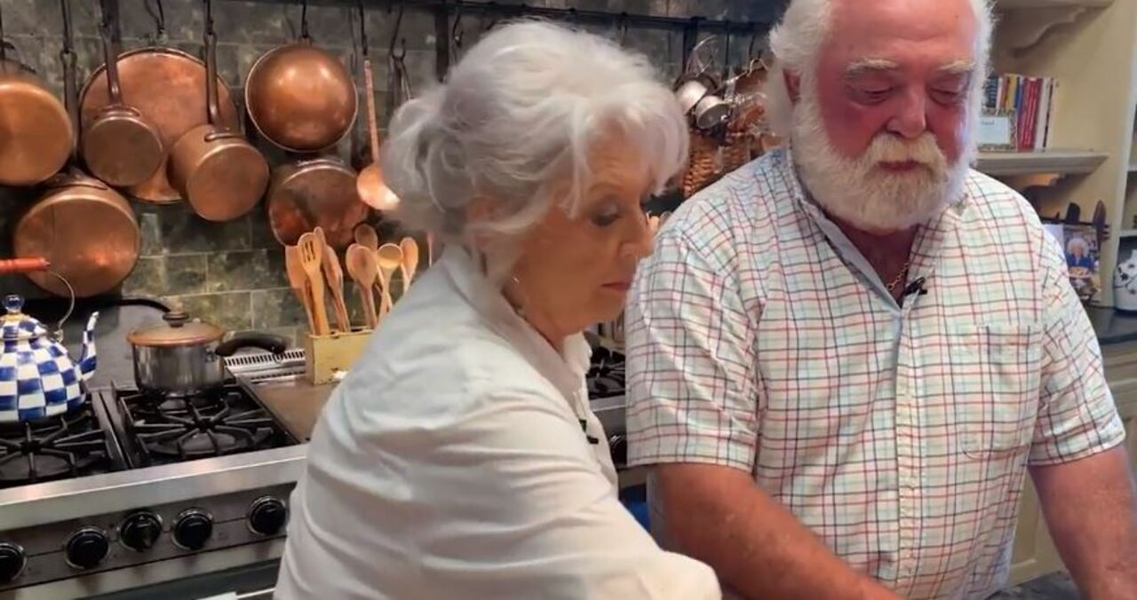 Paula Deen cooks up ribs for Labor Day in Fox Nation special