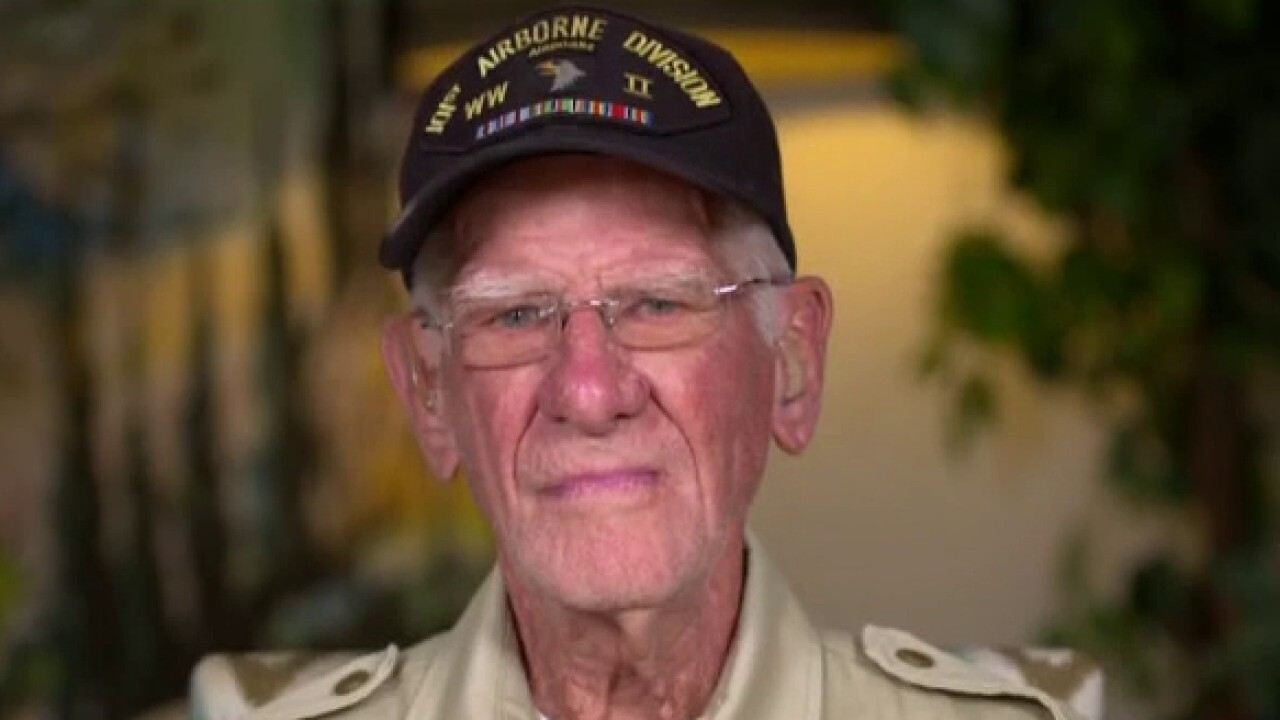 World War II paratrooper jumps from airplane to celebrate his 100th birthday