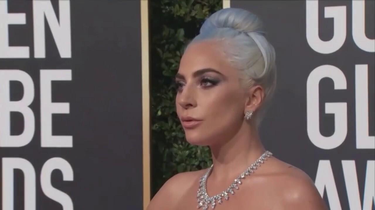 lady Gaga, Jennifer Lopez beklemtoon die inwydingsvertonings