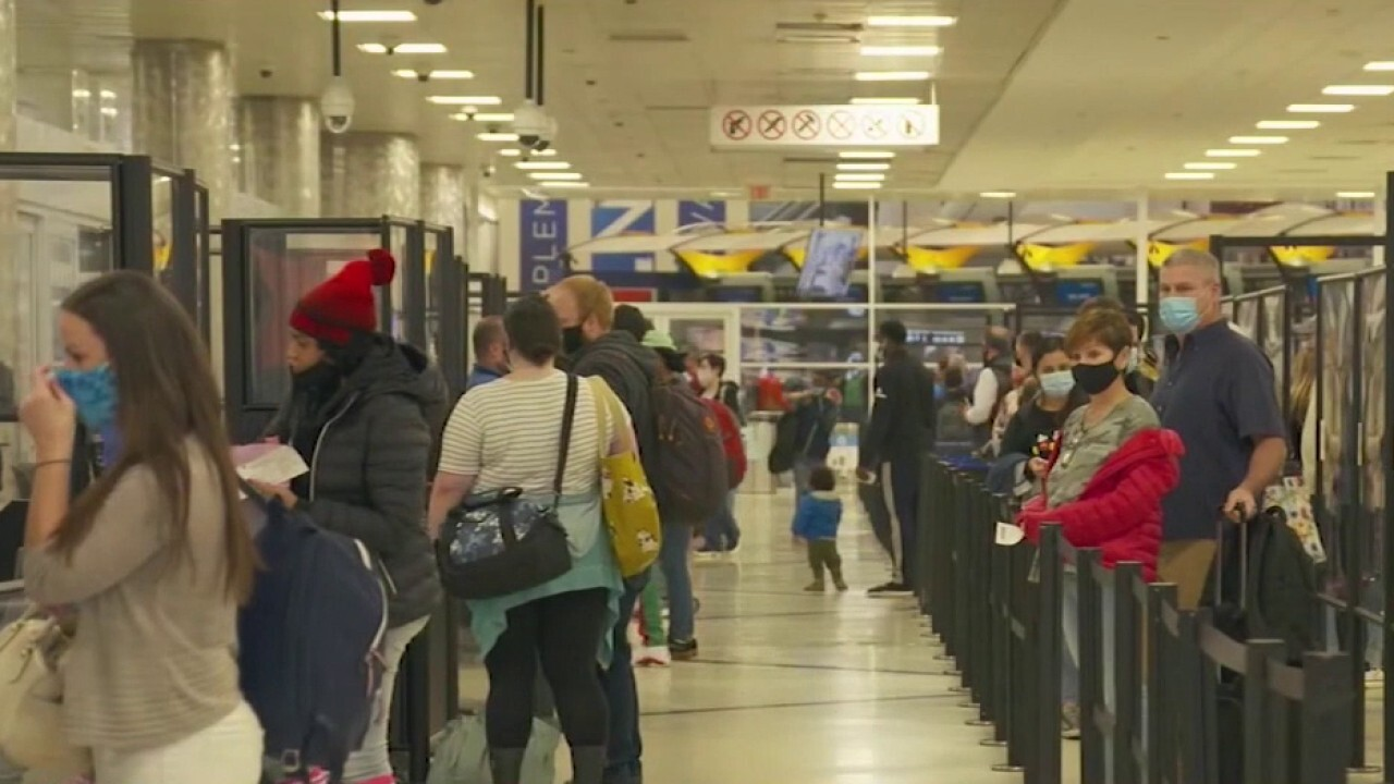 Holiday travelers juggle risks, rewards amid COVID-19 infection spike