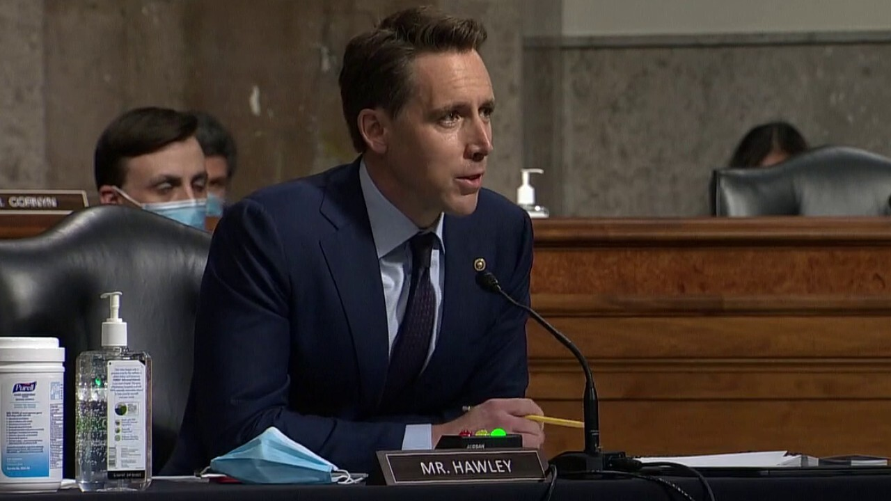Sen. Hawley grills Sally Yates over what she knew about Carter Page FISA applications
