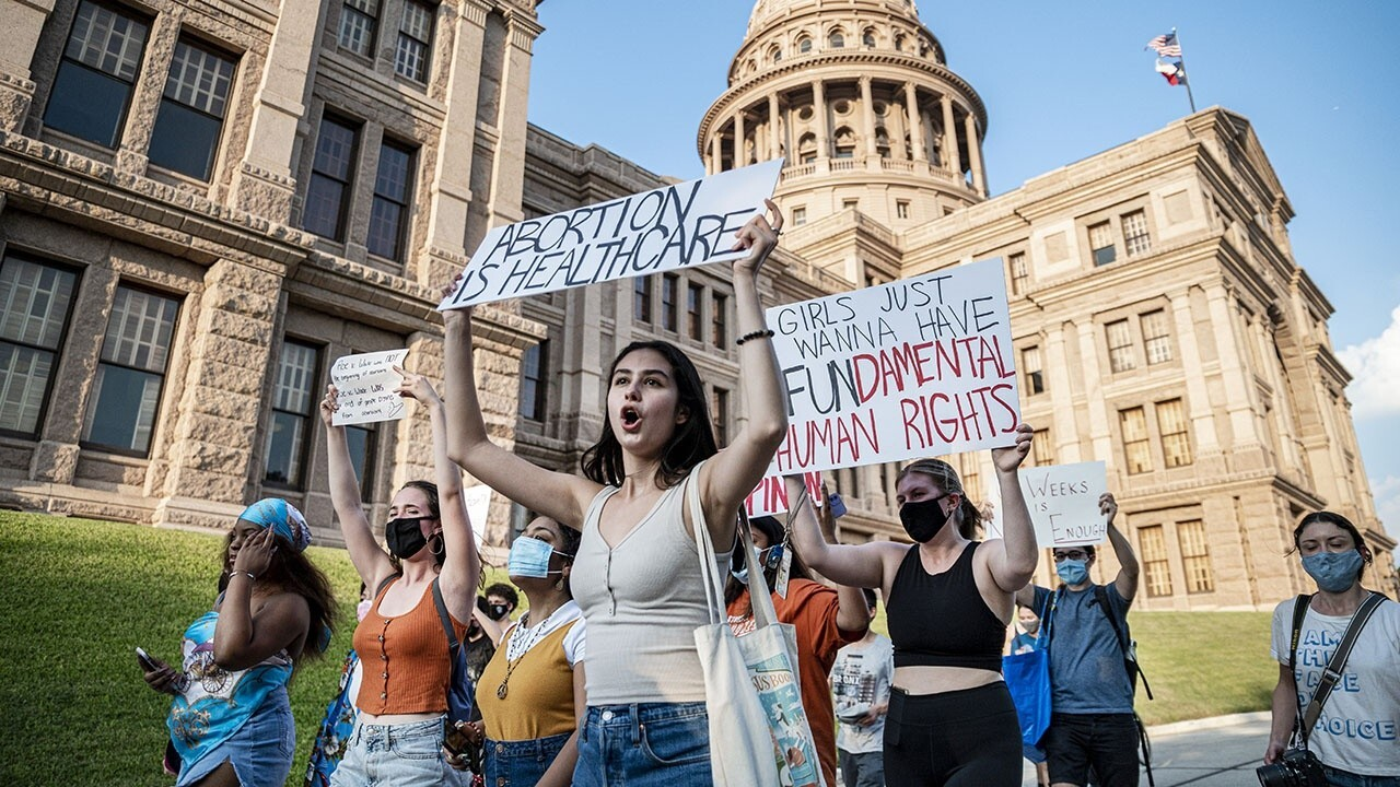 Panel debates implications of Texas abortion bill on Roe v. Wade