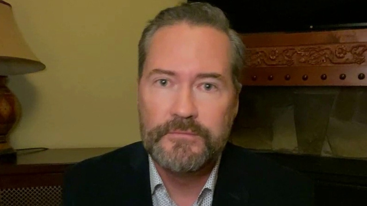 Rep. Waltz rips for Pelosi for 'politics at its worst' in stimulus talks